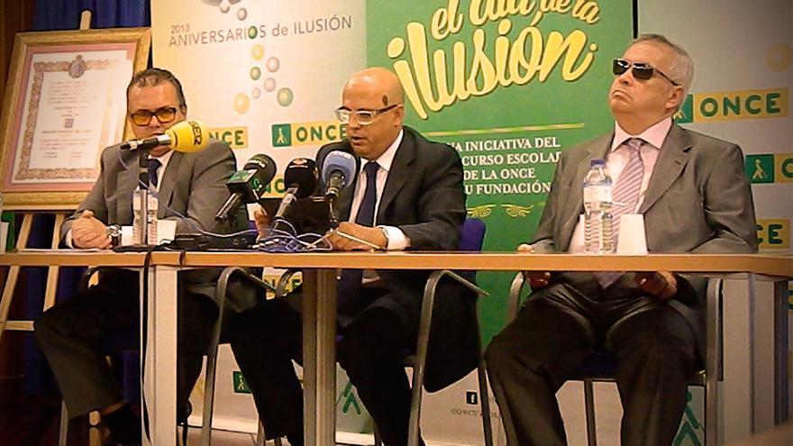 El presidente de su Consejo Territorial en Canarias, Francisco Hernández; el delegado territorial de la ONCE en Canarias, José Antonio López, y el director de zona en Santa Cruz de Tenerife, Andrés Guillén.