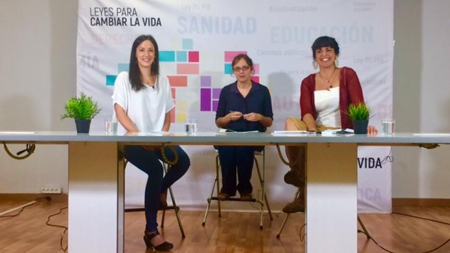 Isabel Franco y Teresa Rodríguez, en un debate moderado por Lucrecia Hevia.