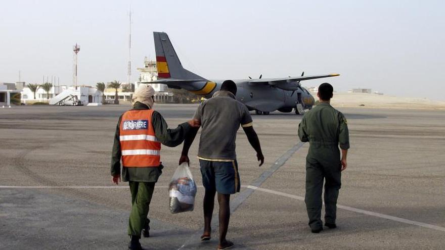 Los polizones rescatados pasarán al centro de inmigrantes de Gran Canaria