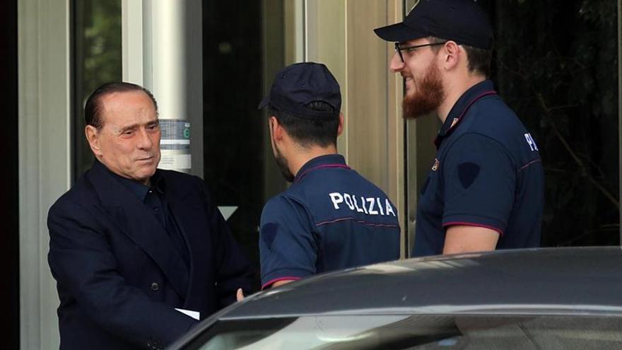 Berlusconi dice que los del M5S no sabrían ni limpiar los baños