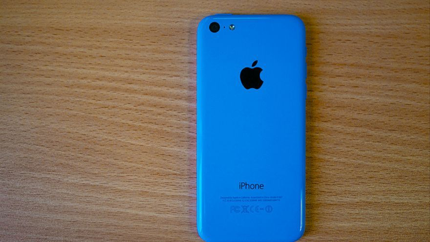 Un iPhone 5C. Foto: Kārlis Dambrāns / Flickr