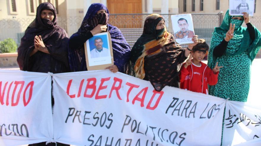 Protesta frente a la Corte de Apelación de El Aaiún en 2007