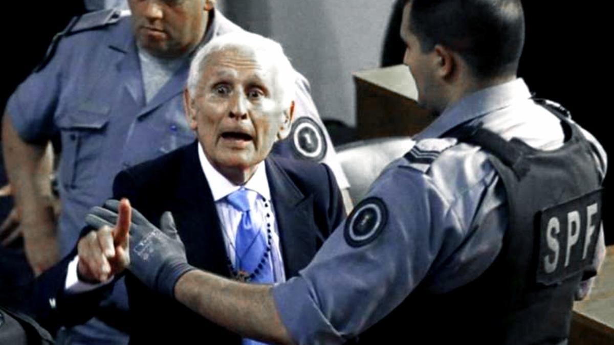 Miguel Etchecolatz ya está condenado a prisión perpetua en otras causas por delitos de lesa humanidad.