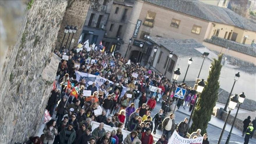 Un millar de personas según convocantes y 600 según Delegación piden que se retire la ley de caza