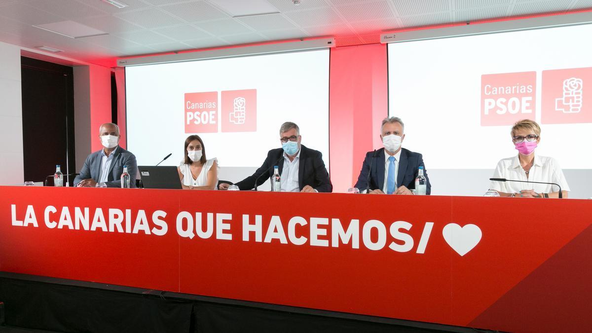 El Comité regional del PSOE en Canarias en una reunión celebrada en el Hotel Escuela de Santa Cruz de Tenerife.