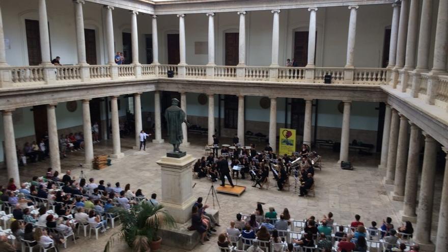 """La Banda """"Música Jove"""" de Benimaclet-València durante un concierto en La Nau"""
