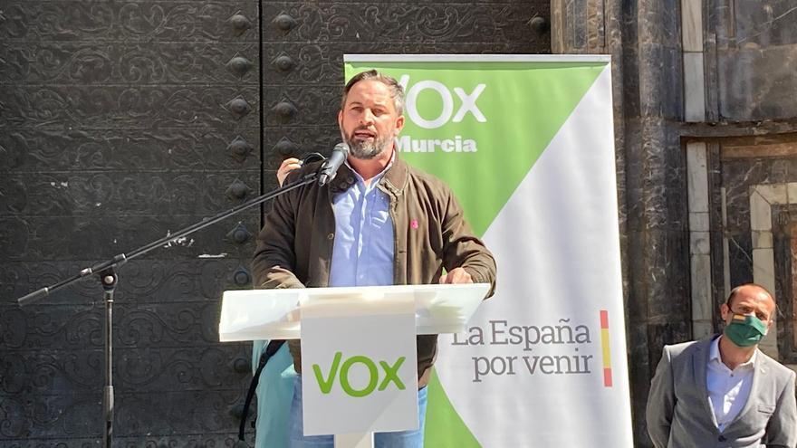 Santiago Abascal en la plaza Belluga de Murcia