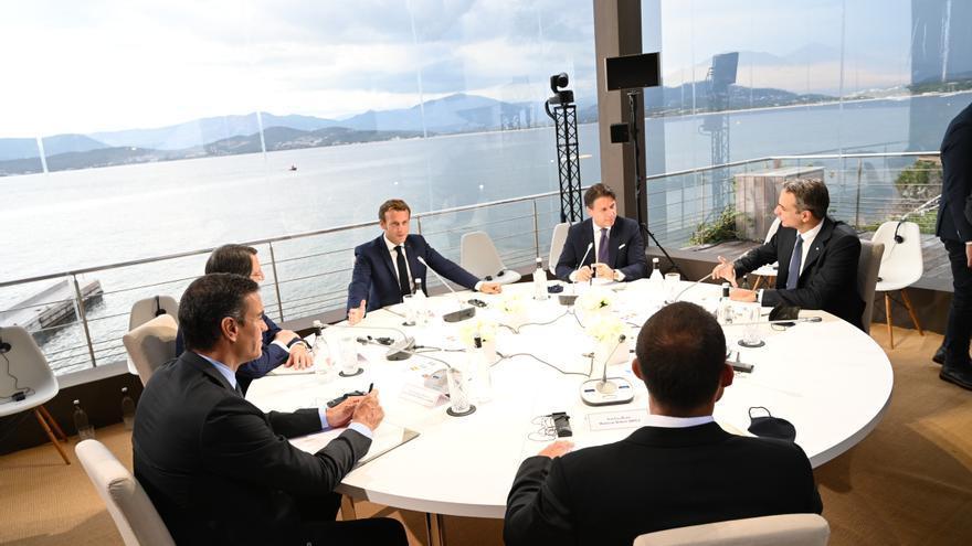 El presidente del Gobierno, Pedro Sánchez (2i), y el presidente francés, Emmanuel Macron (4i), durante la reunión plenaria de la VI Cumbre de Países del Sur de la Unión Europea celebrada en Ajaccio, Córcega, (Francia), a 10 de septiembre de 2020.