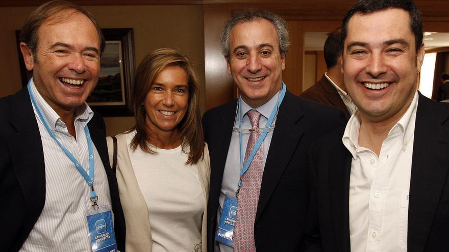 Pío García Escudero (izda) junto a Juan Carlos Vera y la exministra Ana Mato en 2009. / PP