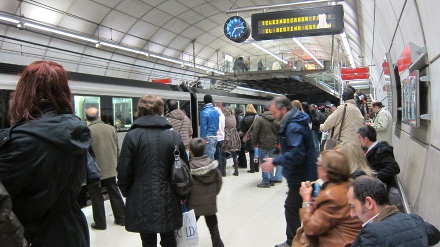 Metro Bilbao aumentará la frecuencia de sus trenes a partir de este viernes en la franja horaria de 9.30 a 15.30 horas