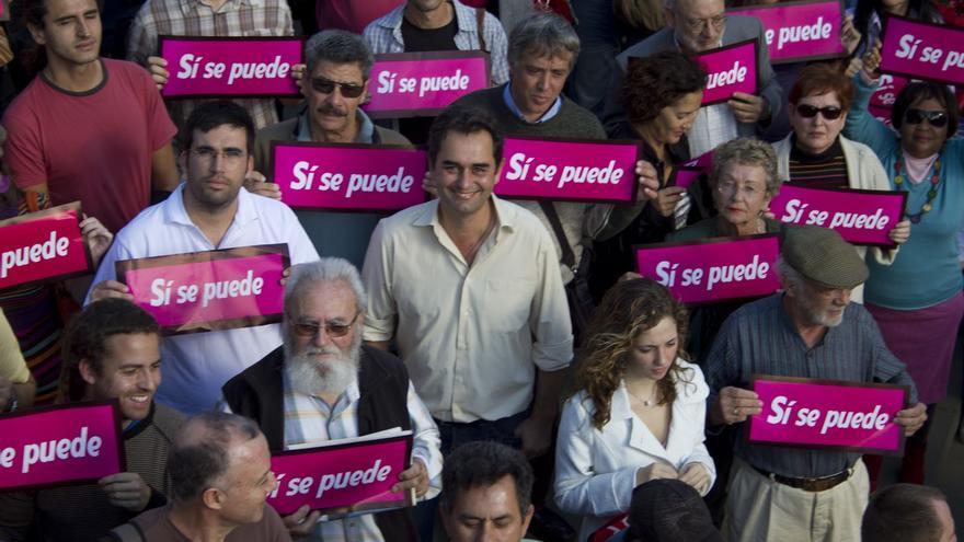 Integrantes y simpatizantes de Sí se puede, en un acto de campaña en Santa Cruz