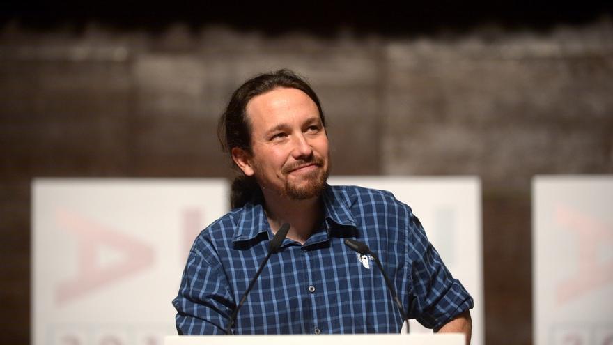 """Pablo Iglesias afirma que """"se nota que Pablo Casado sabe de lo que está hablando"""" y """"no deja muy bien"""" a Cifuentes"""
