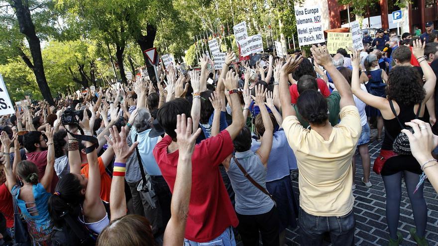 Cientos de personas protestan contra la visita de Merkel con pitadas y cánticos