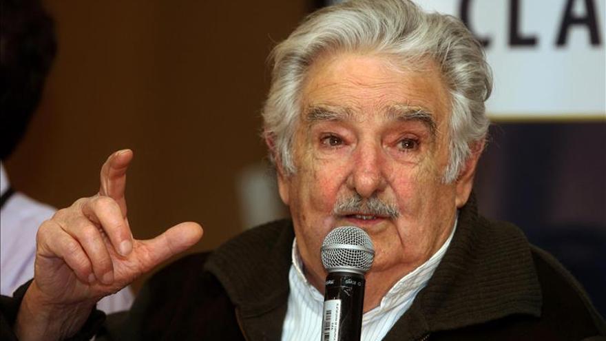 """Mujica dice que a los presidentes """"no peronistas"""" les """"cuesta"""" acabar el mandato"""