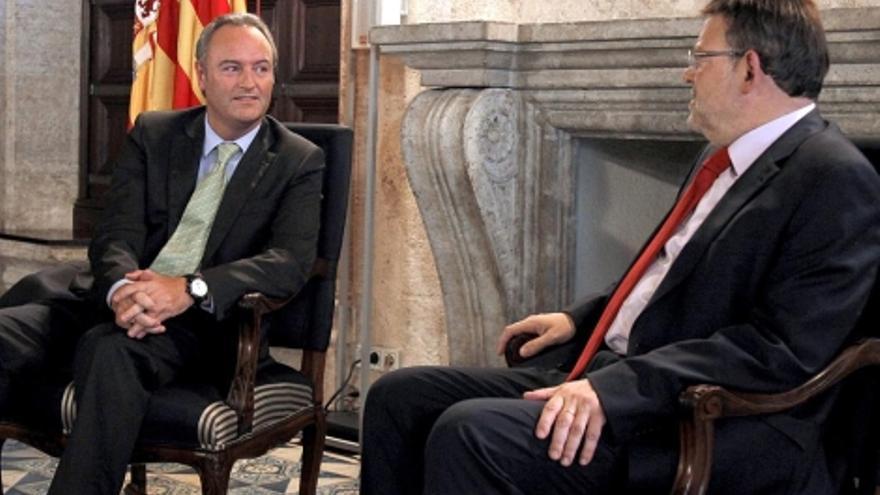 Alberto Fabra y Ximo Puig,en el Palau de la Generalitat.