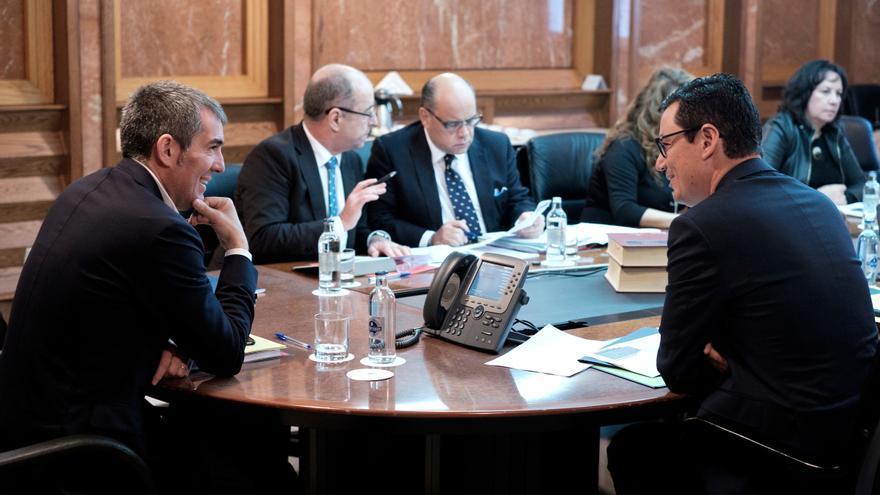 Fernando Clavijo y Pablo Rodríguez, en el Consejo del Gobierno de Canarias