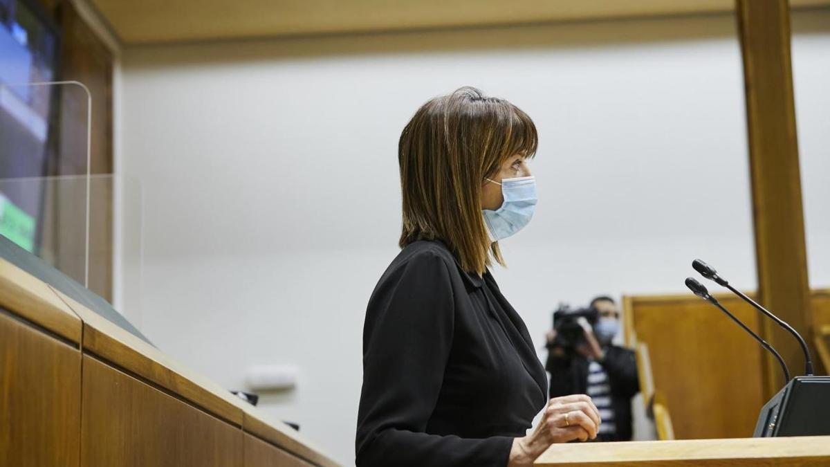 La vicelehendakari y consejera de Trabajo y Empleo, Idoia Mendia, en el Parlamento
