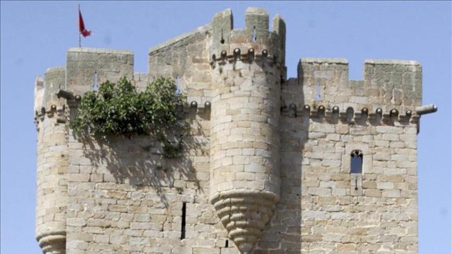 Un cura dona su castillo del siglo XIII a los vecinos de un pueblo salmantino