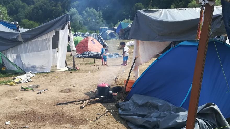 Campo de refugiados de Velika Kladusa, en el que están asentadas unas 700 personas.