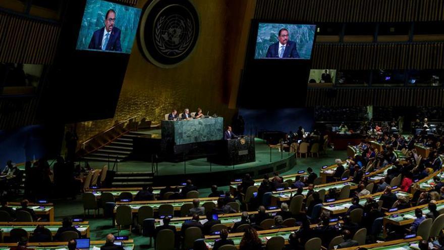 El director ejecutivo de ONUSIDA, Michel Sidibé, interviene en la Asamblea General de las Naciones Unidas sobre el sida en su sede de Nueva York, Estados Unidos, este 8 de junio de 2016.