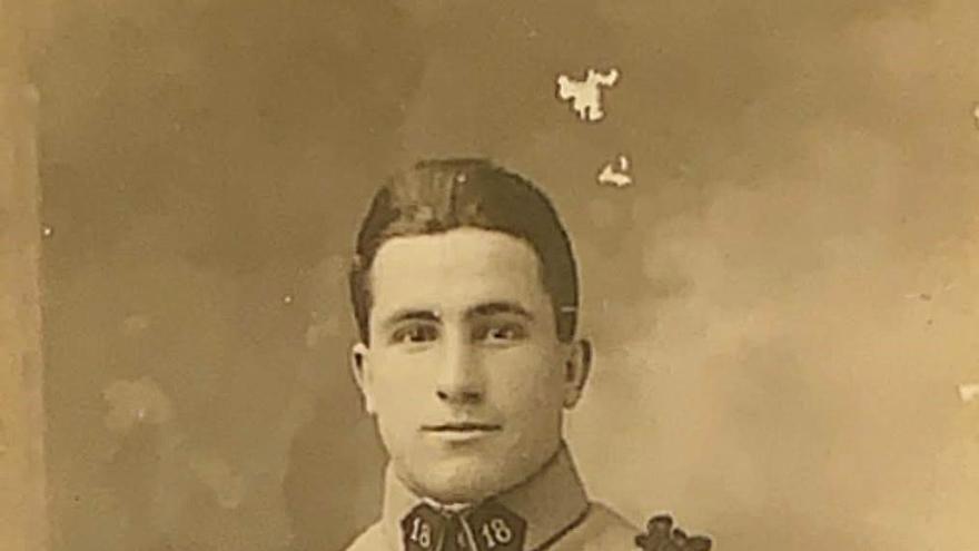 Un joven Etchepare en uniforme francés en 1928. Foto cortesía de la familia Iturriria.