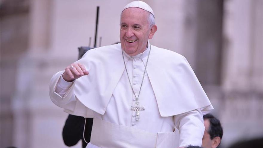 El papa pide combatir el cáncer de la corrupción y la explotación laboral