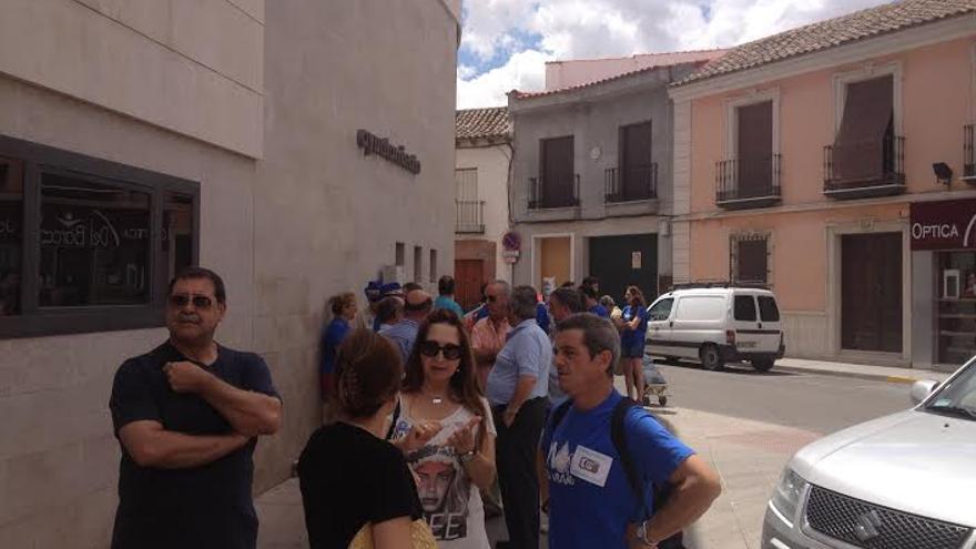 Plataforma en la puerta del ayuntamiento de Alcázar / Foto: Javier Robla