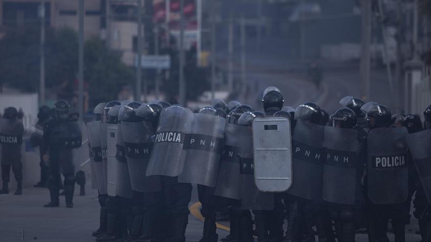 La Policía Nacional de Honduras bloqueó los accesos hacia el Estadio Nacional.