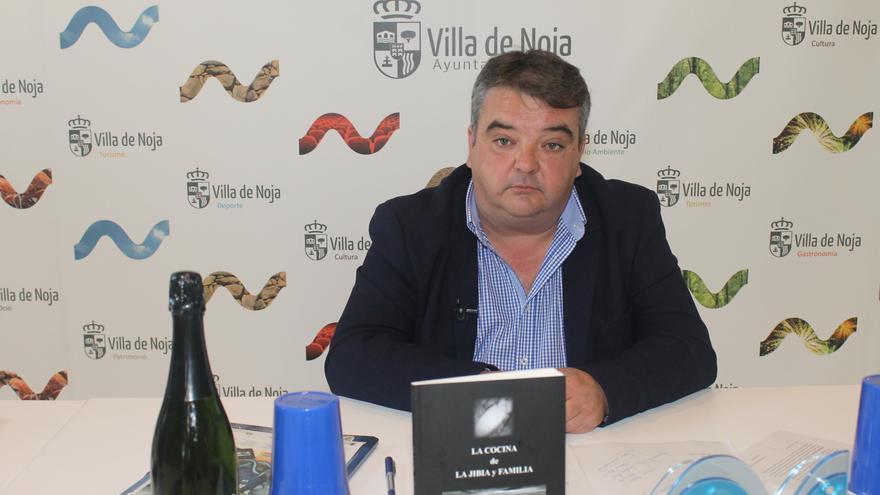 El alcalde de Noja durante la presentación de las jornadas gastronómicas.