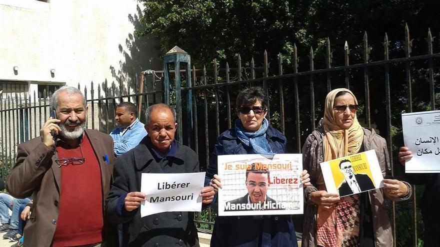 Manifestación en la cárcel de Salé pidiendo la liberación del periodista Hicham Mansouri / FOTO: Cedidas por la campaña de liberación de Hicham Mansouri.