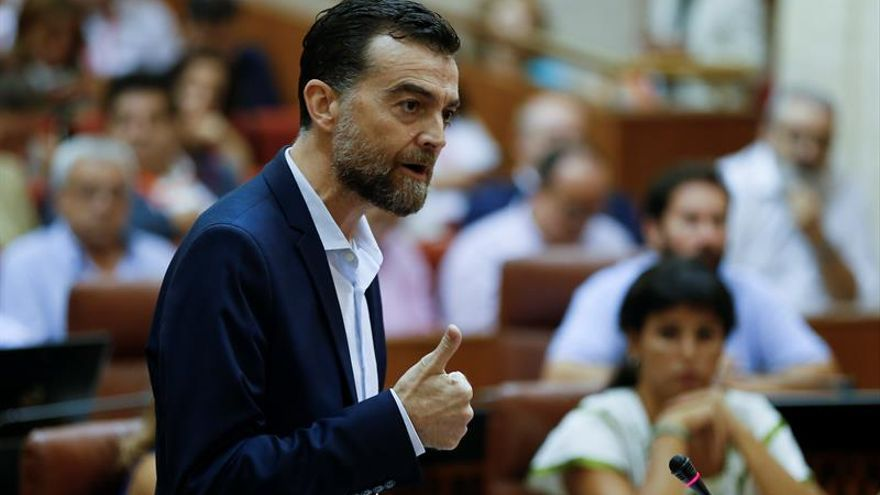 El líder andaluz de IU recibe el alta médica tras superar un cáncer de estómago
