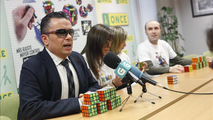 Rubik y la ONCE presentan el primer cubo del mundo para ciegos