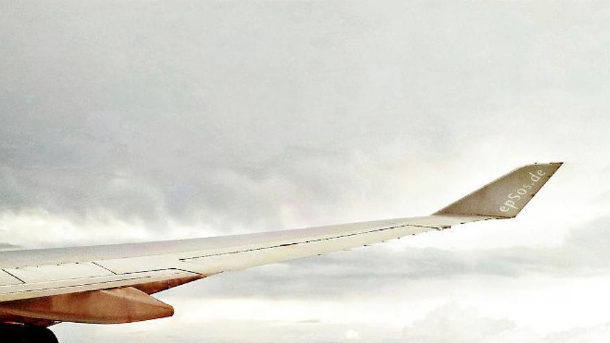 ¿Cuándo se podrá usar el móvil en el avión? | Imagen: epsos, flickr