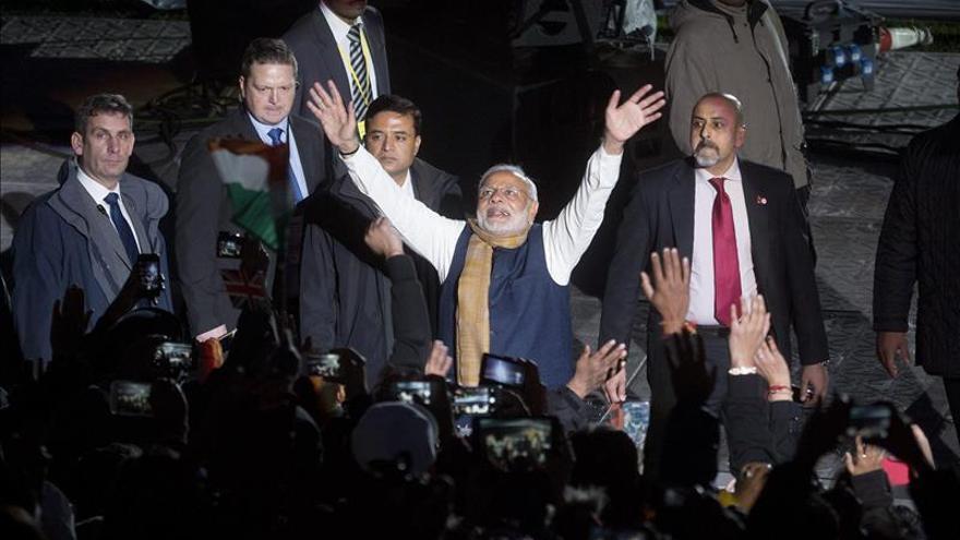 Unas 60.000 personas reciben en Wembley al primer ministro indio