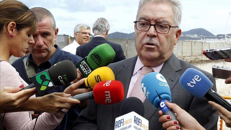 """El presidente del Cabildo no cree que hubiera """"maltrato"""" a los inmigrantes"""