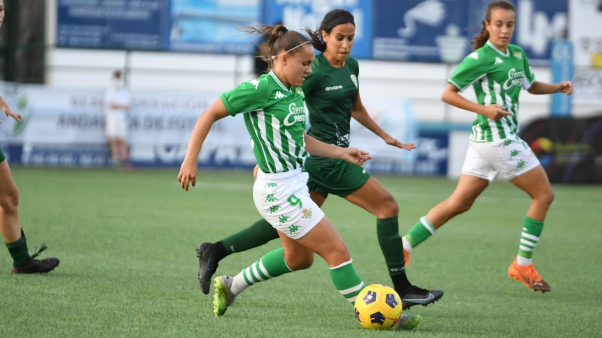 Lance del duelo entre el Córdoba Femenino y el Betis