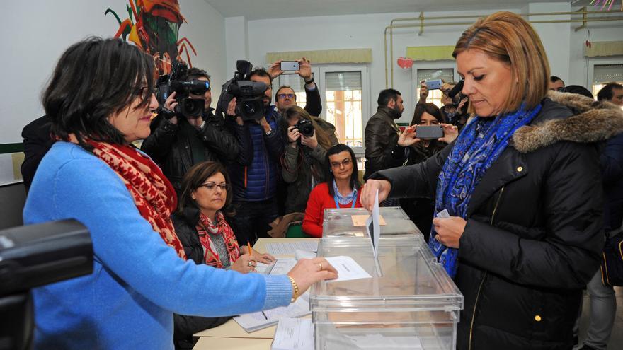 María Dolores de Cospedal vota en Albacete