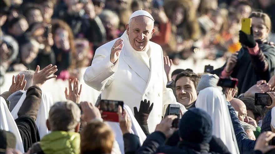 """El Papa dice que es un """"buen hábito"""" que los padres observen a sus hijos"""