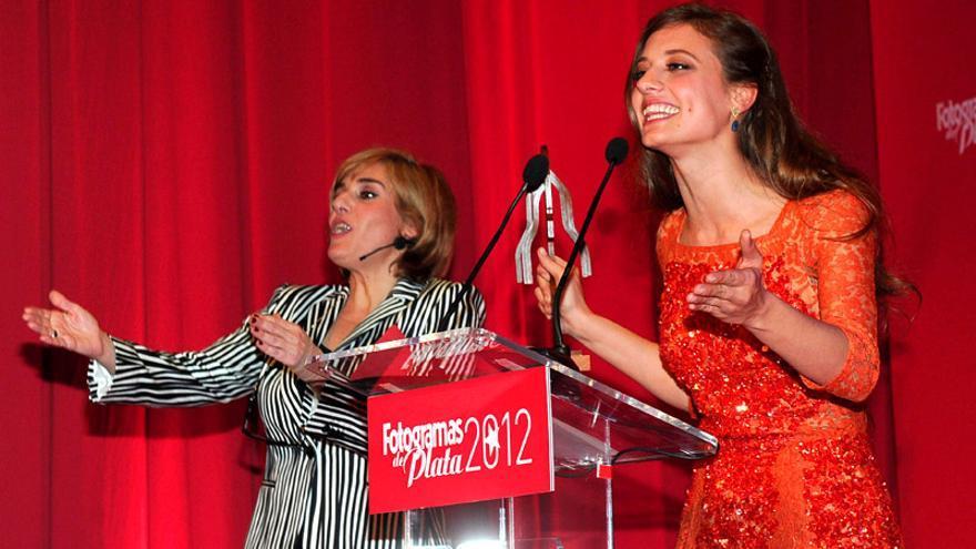La 'Reina Isabel' y un 'pulsera roja' triunfan en unos televisivos premios Fotogramas