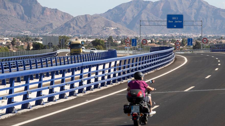 La nueva ley de tráfico mantiene de momento el margen de 20 km/h al adelantar