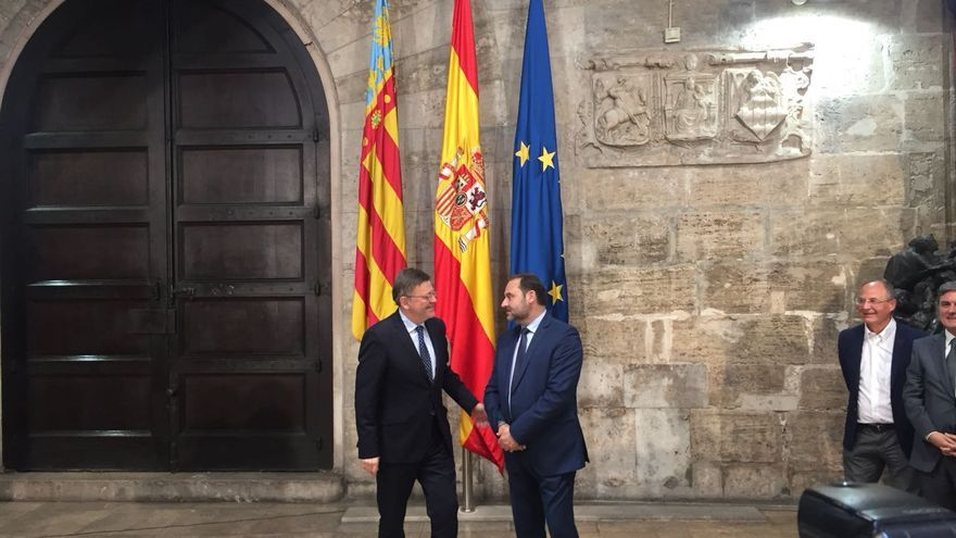 Ximo Puig y José Luis Ábalos durante su reunión en el Palau de la Música