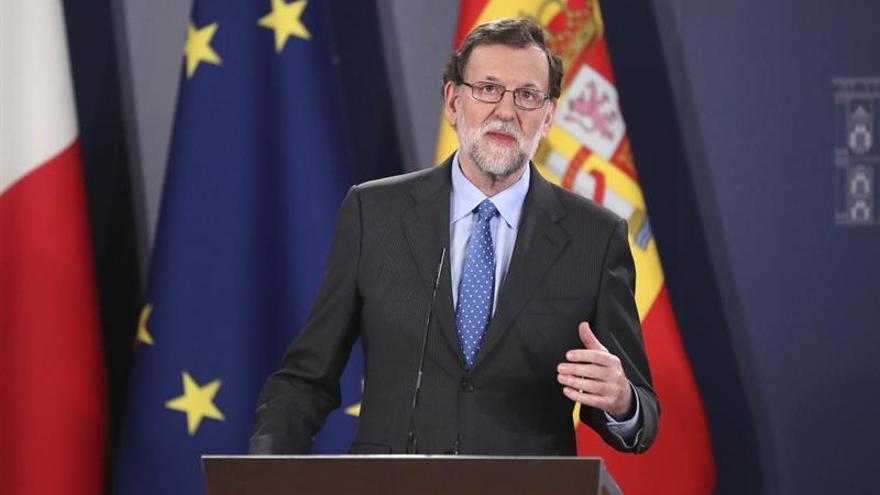 """May llama a Rajoy para comentarle la carta de notificación del """"brexit"""" a la UE"""