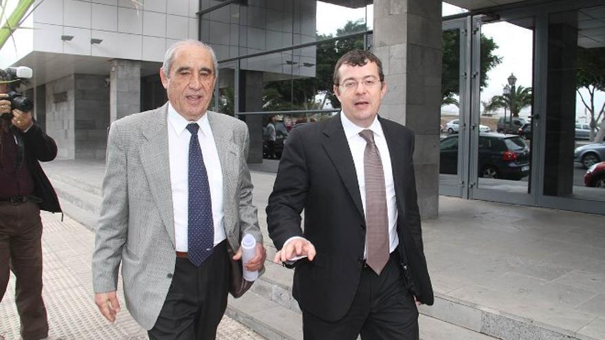Dimas Martín y su abogado, Manuel González Peeters