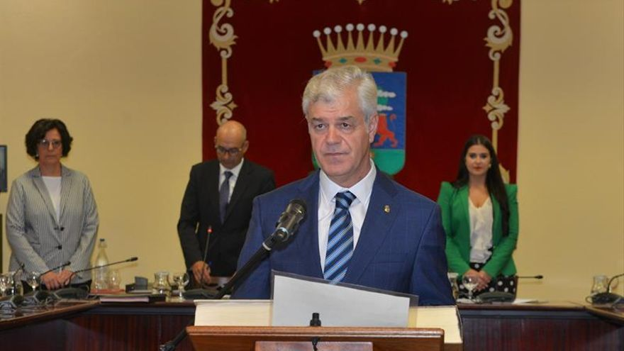 El socialista Alpidio Armas ha tomado este martes posesión como presidente del Cabildo de El Hierro.