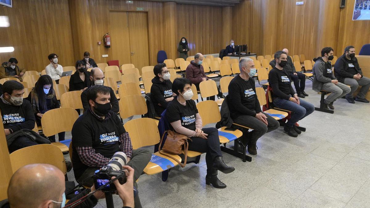 Armando Carril, Manuel Méndez, Elvira Branco, Carolina Fernández, André López, Salvador González, Óscar Calvo, Dani Carballada y Bieito Lobeira, en el juicio por su protesta desde el balcón de la Casa Cornide en 2017