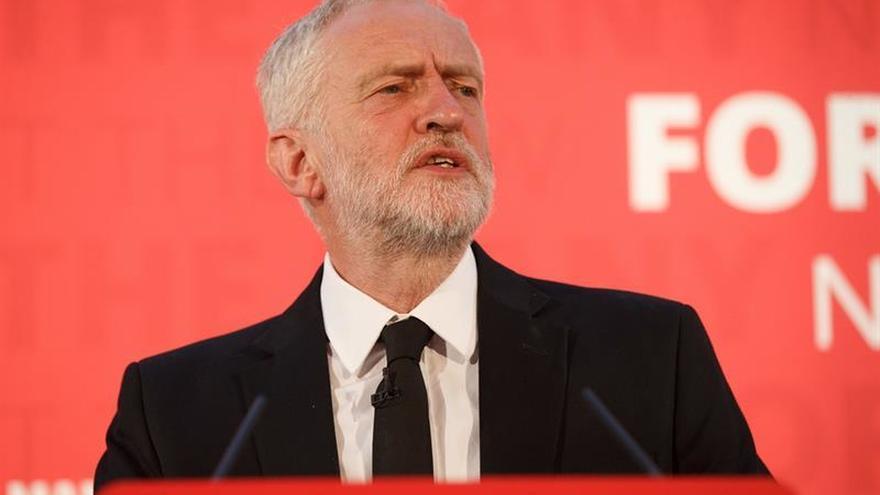 Corbyn pide la dimisión de May por los recortes en seguridad tras el atentado