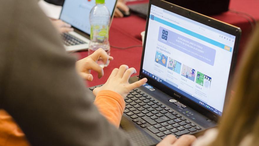 Niños en una hackatón