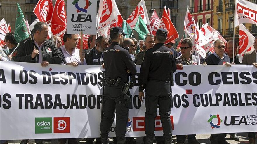 UGT y CSICA aceptan reducir 1.230 empleos y bajar los salarios un 9 por ciento en CEISS