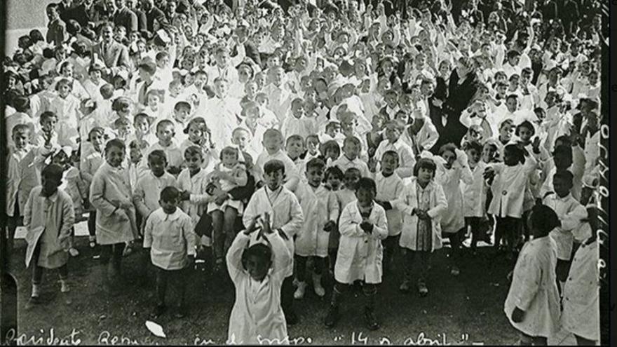 Inauguración en 1933 del colegio 14 de Abril, hoy llamado CEIP José Calvo Sotelo.