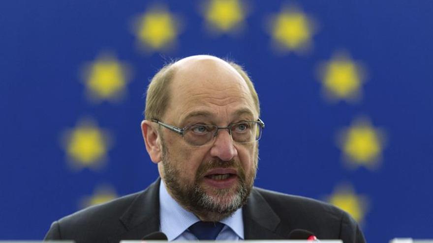 La CE hablará con la Eurocámara antes de decidir si suspende fondos a España